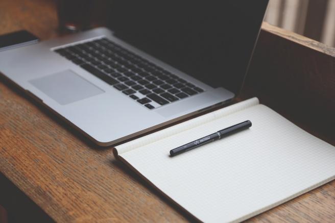 ordinateur-portable-agenda-stylo